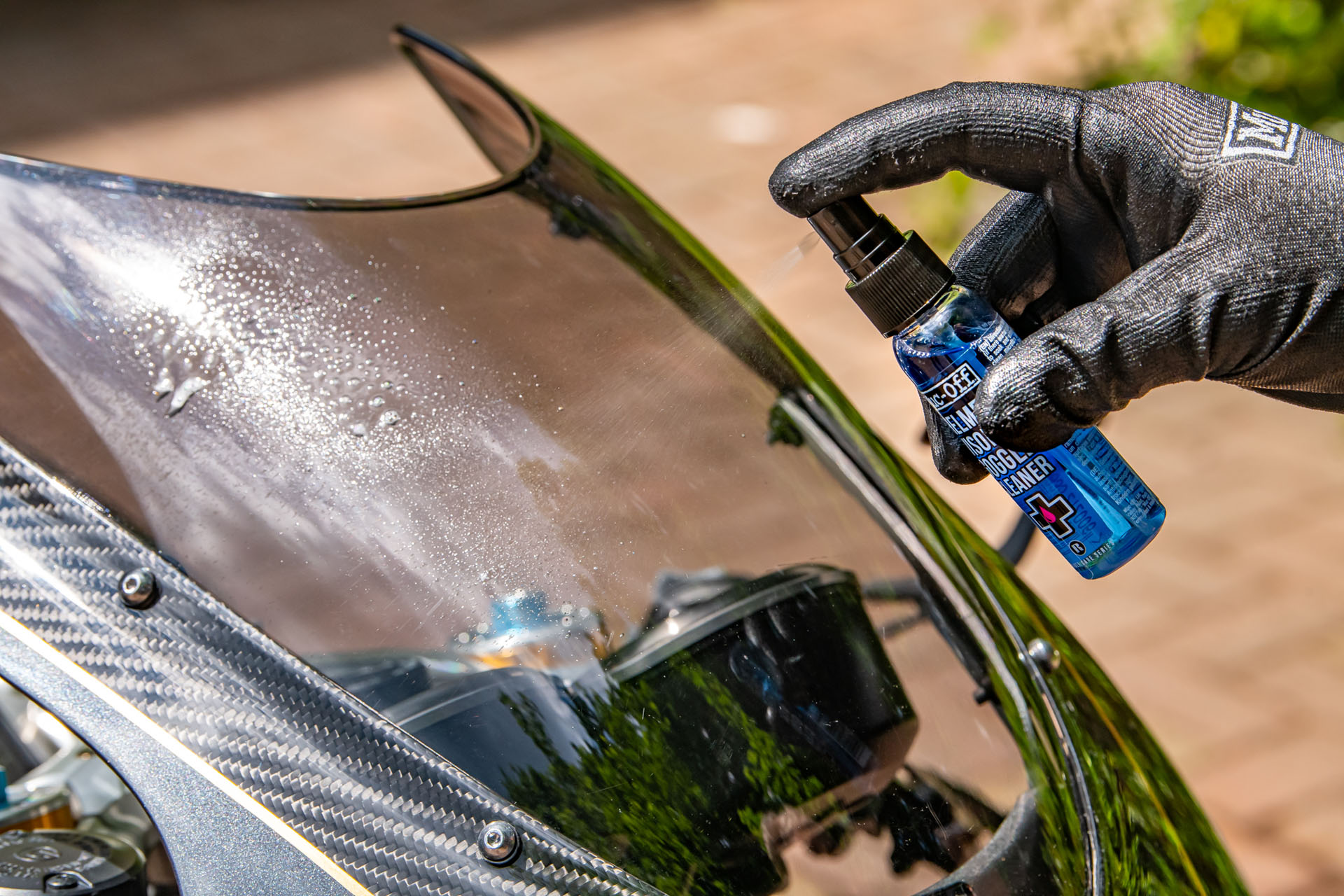 212-Visor,Lens& Goggle-Cleaner-Picture-01